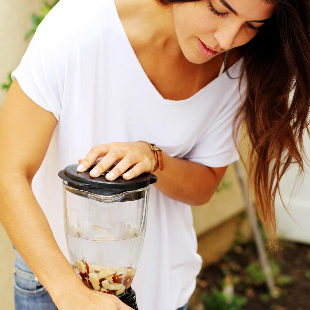 Fernanda Mello Cashew milk